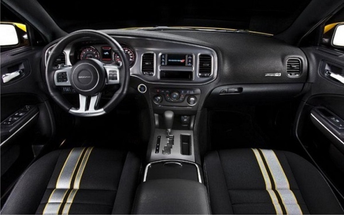What special features are included in the 2015 Barracuda car?